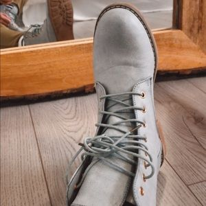 NWOT | baby blue boots